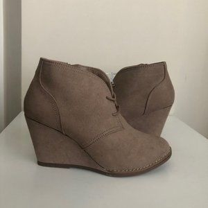 NWT Universal Thread Taupe Wedge Bootie 7